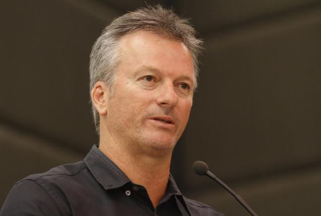 Steve Waugh surprised by Comment of Steve Smith on Maxwell in public