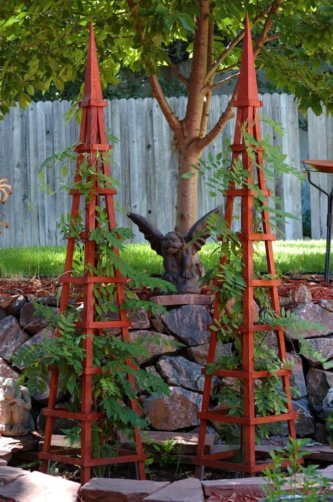 Wood obelisk garden trellis garden trellis pinterest for Garden obelisk designs