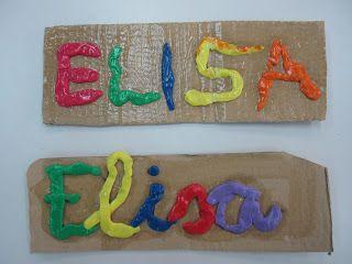 escribir nombres propios con plastilina sobre carton y sellarlos con alquil. con lana por detrás conformarán un cartel