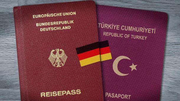 Die doppelte Staatsbürgerschaft gilt seit 2014. (Quelle: dpa)
