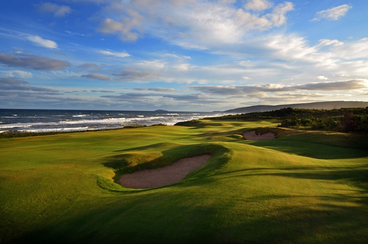 The approach at the sixteenth, Cabot Links Ingonish, Cape Breton