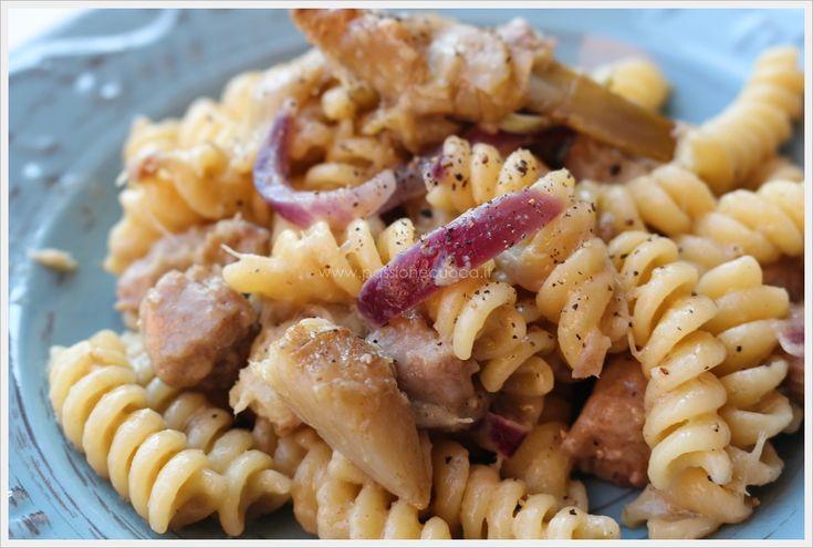 Fusilli con la salsiccia e carciofi, un condimento semplice e senza troppe calorie visto che ho usato la salsiccia di pollo.