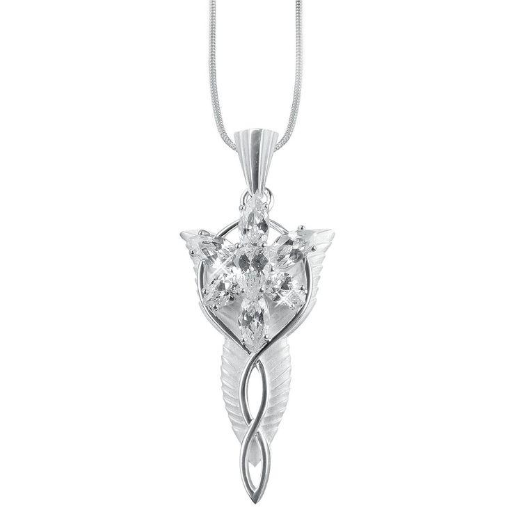 Una scintillante prova d'amore! Il bellissimo pendente deve il suo nome dalla splendente #Evenstar, donato da #Arwen al suo amore #Aragorn, per il quale lei rinuncia alla propria immortalità.