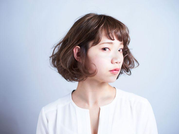 フリンジボブ|フェミニン|スタイルカタログ|福岡の美容室SARA | 女性らしい柔らかな質感を入れたボブ。ブラウンのカラーをベースに、動きをつくるためのポイントカラーを入れています。