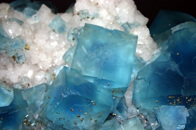 Below is a comprehensive list of all of the important healing crystals, gems and gemstones. Crystals and gemstones have amazing holistic healing abilities and can be used for many other application...