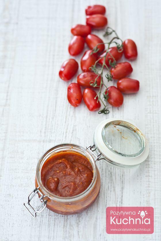 Przepis na domowy ketchup czyli pyszny sos pomidorowy ze słoika. http://pozytywnakuchnia.pl/ketchup/ #pomidory #ketchup #keczup #przepis