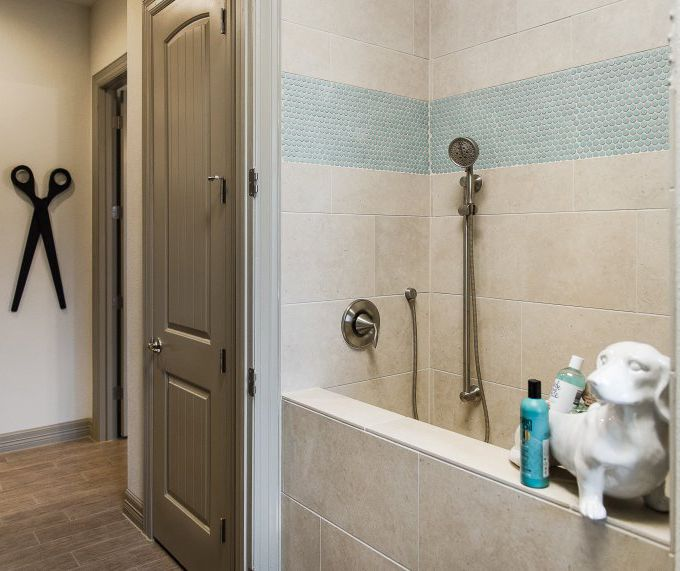 House of Turquoise: Michelle Thomas Design I love that little Doxie shampoo holder!