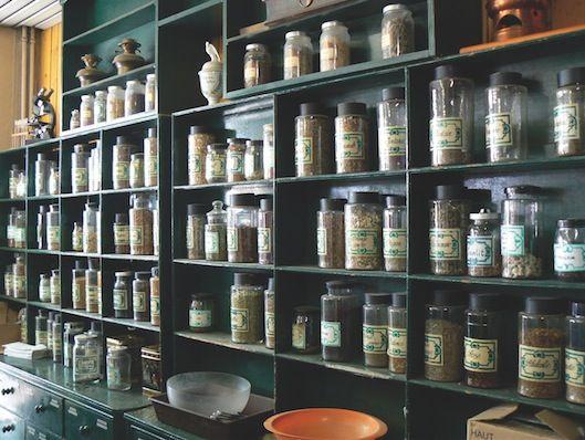 Voici les 9 herboristeries en-ligne à connaître. Je vous demande de bien vouloir partager cet article afin qu'un public aussi large que possible apprenne à faire travailler ces boutiques. Elles vendent d'excellentes plantes pour la santé, mais aussi pour le plaisir (mélanges à tisanes).