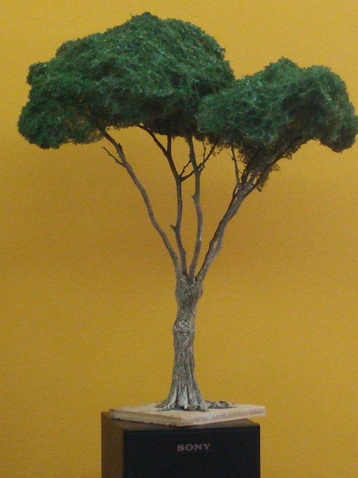 Nuevo árbol de ramas naturales y follaje con estropajo metalico, de 38 cm. de alto. Colección 2015
