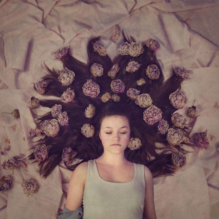 Prosjekt 365 / 4 #352 #onephotoaday #portrait #conseptual #flowers #girl #creativeedit #hildring #dream #fairytale photo @jorunlarsen