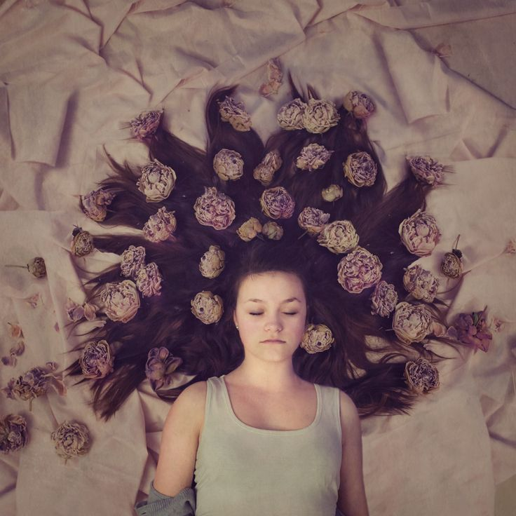 Prosjekt 365 / 4 #352 #onephotoaday #portrait #conseptual #flowers #girl #creativeedit #hildring #dream #fairytale photo @jorunlarsen