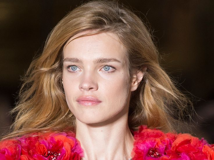 Las musas de Balmain conquistan en París con extensiones de pelo natural