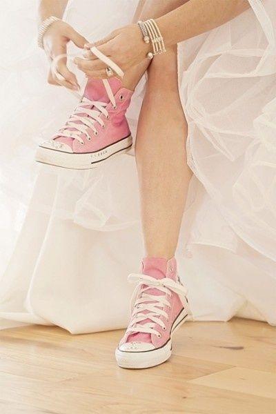 Tendance Basket Femme 2017- Les chaussures de la mariée  Basket Femme 2017 Description Converses pour le lendemain aux couleurs du mariage ou bleues pour aller avec un boléro marinière