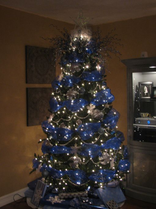 Elegant Blue Christmas Themes: Somebodyu0027s Beautiful Blue Tree (not Mine)