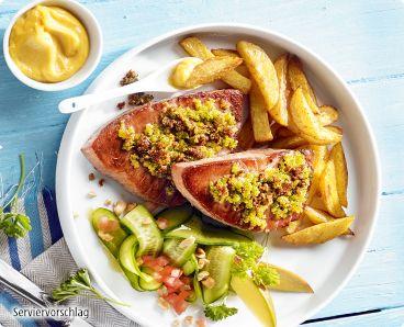 Rezept: Thunfischfilet mit würzigen Zitronen-Kräuterbröseln und Ofen-Fritten
