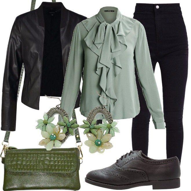 Una camicia verde con fiocco e ruches avanti, abbinata a jeans skinny, a vita alta, neri e giacca in fintapelle nera. Abbiniamo stringate in fintapelle, borsa a tracolla verde oliva e orecchini pendenti con fiori in cristallo.