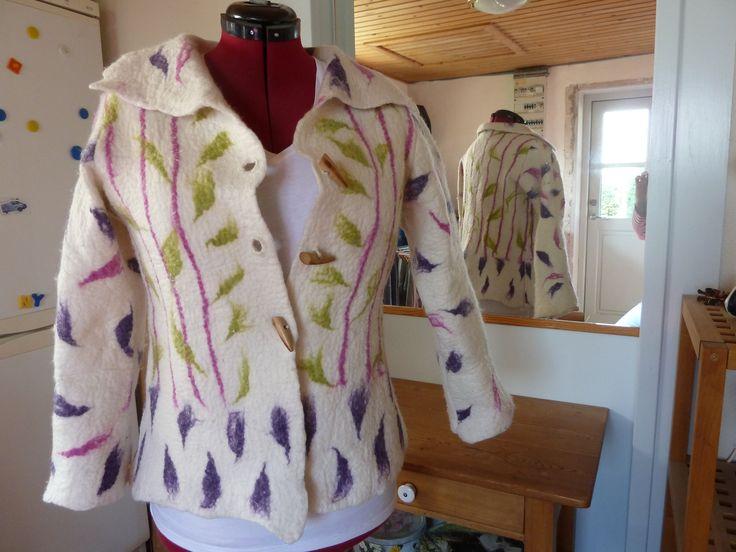 Håndfiltet uldjakke, eget design, fra uld til færdig jakke.