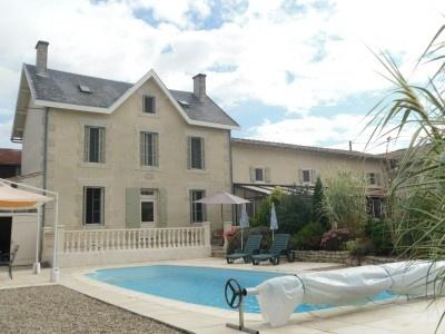 Belle maison avec piscine et jardin entre Angoulême et Poitiers - 285000€