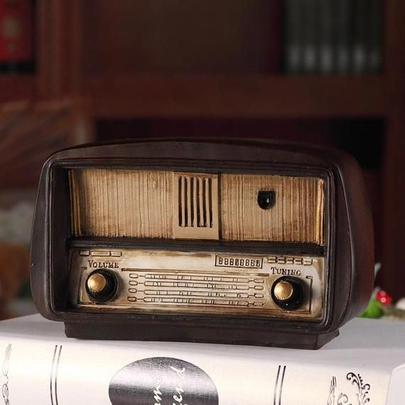 Appears Like A Real Reproduction Of An Old Fashioned Radio Unique Antique Radio Never Goes Out Of Style Works Great As A Retro Radios Vintage Radio Bar Decor