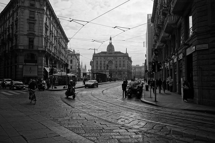Out of time - guess the year . More on my website keinsinn.de . #blackandwhite #highcontrast #milano #mailand #italy #italia #milan #oldtimes #vacation #hiking #travel #wanderlust #adventure #photographer #potd #pictureoftheday #photooftheday #awesome #art #sonyalpha #sonyalpha5000 #sigma19mm #keinsinn #architecture #citylife #fall #autumn #comunedimilano