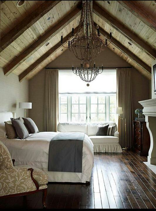 Floor planks look better placed horizontal to the bed