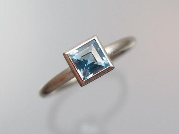 Goldringe - Weißgold Ring 585/- Topas Carrée blau - ein Designerstück von meinWerkk bei DaWanda