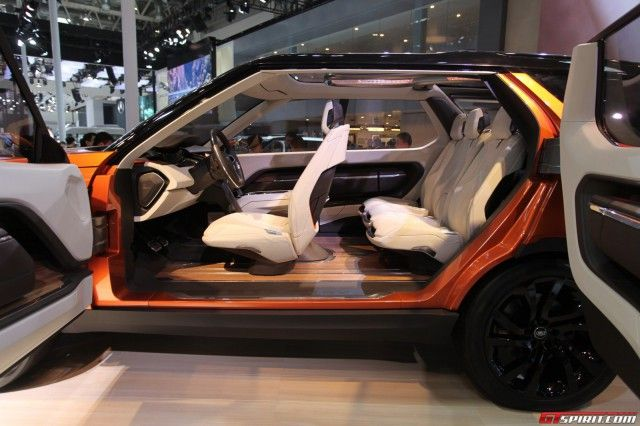 The Land Rover Discovery Vision Concept has been officially unveiled at the Beijing Motor Show 2014. Take a look at our live pictures inside!