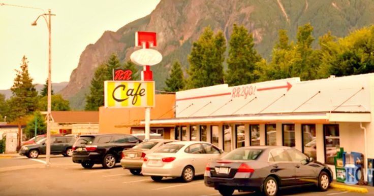 New Twin Peaks Season 3 Trailer Reveals First Footage -- The latest promo from Showtime's Twin Peaks revival returns to the mysterious town behind the murder. -- http://tvweb.com/twin-peaks-season-3-trailer-first-new-footage/