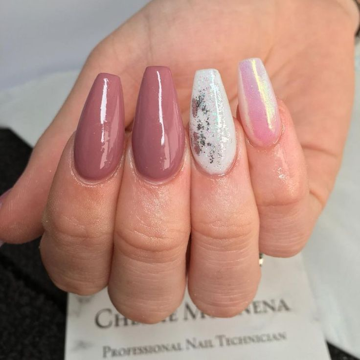 Ongles rose Dégradé paillettes | Ongles rose, Ongles