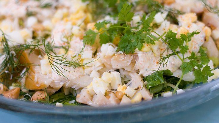Salat med røykt torsk - NRK Mat - Oppskrifter og inspirasjon