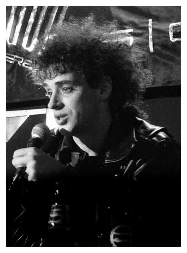 """""""Yo quería hacer un disco de rock and roll, buscaba una alegría que no tenía. Un día estaba bastante desesperado, me acosté a las 2 de la mañana, me levanté a las cuatro y escribí todas las letras de un tirón. Por eso Signos es un disco medio conceptual."""""""