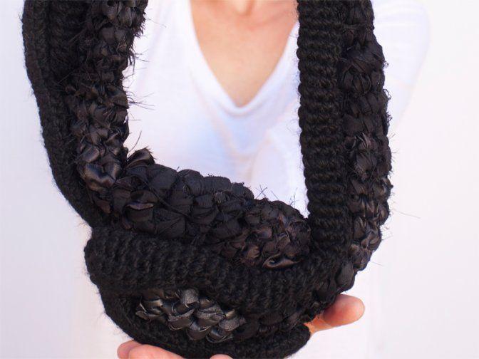 "Ansiosa Hormona (Jessica Morillo) - Collar ""Necklace II""  - llana, tèxtils"