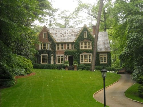 This is the one.....my ultimate perfectly perfect Dream House.  I love everything about this!