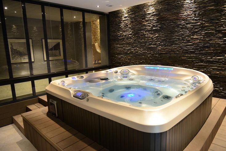 les 25 meilleures id es de la cat gorie jacuzzi interieur sur pinterest spa jacuzzi exterieur. Black Bedroom Furniture Sets. Home Design Ideas