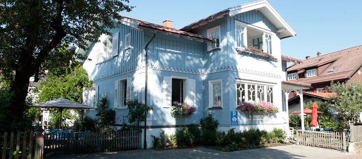 Das Blaue Haus ist ein echtes Gute-Laune-Haus, keiner kann hier lange ein trübes Gesicht machen. Lachen ist immer willkommen!