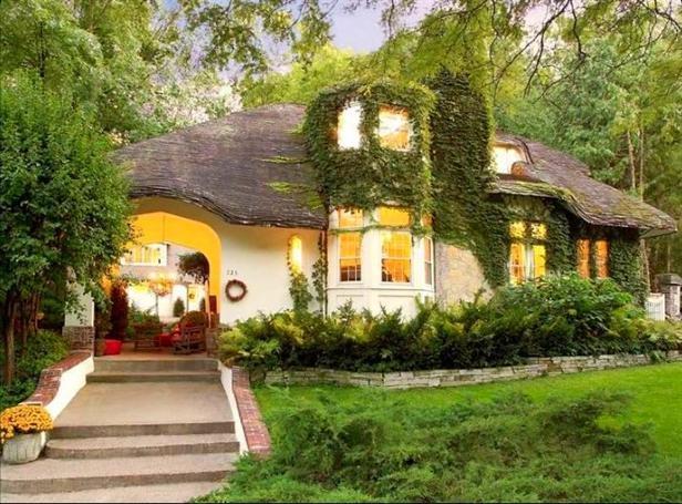 Quaint Minneapolis Cottage.