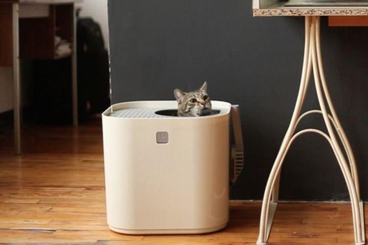 猫砂の飛び散りを防ぐため、上部のフタに出入り口を設けたネコ用トイレが発売される。