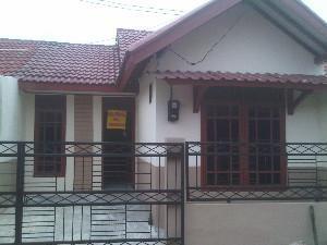 Jual Rumah dikomplek Gading Serpong Catalina yg nyaman, tenang dan di kawasan yg berkembang pesat di komplek Gading Serpong, Serpong - Tangerang Selatan.  Spesifikasi : rumah berbentuk Semi-Minimalis Sertifikat Hak Milik dan dokumen lainnya lengkap semua  Kamar tidur: 2 yaitu: (3m X 3m) dan (3m X 6m) Kamar tidur utama yg besar dan lapang.  Selengkapnya @ http://iklanpagi.com