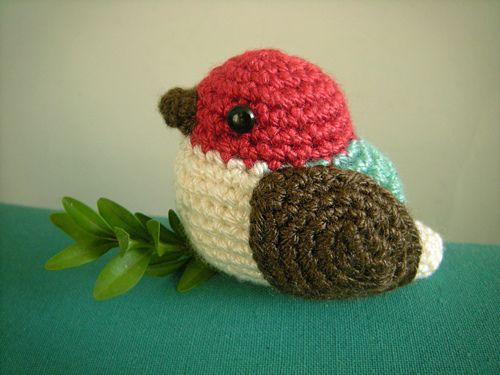 mostly amigurumis don't do much for me, but this little bird is charming.