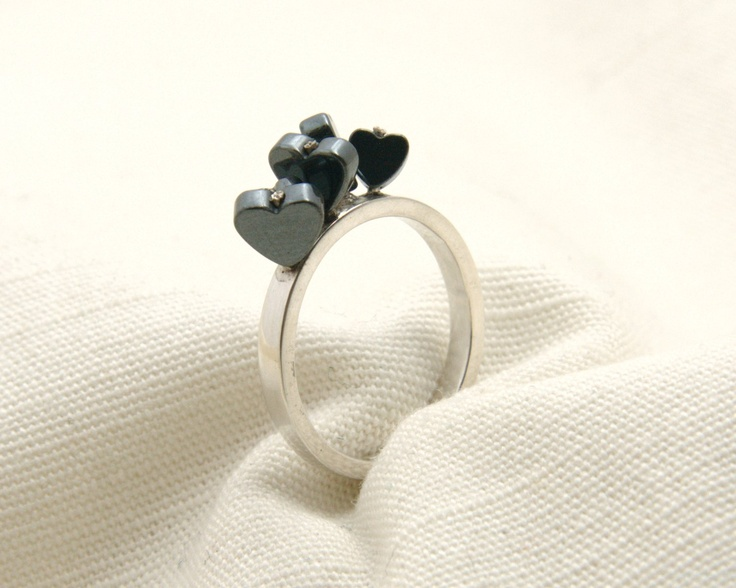 Hearty silver ring