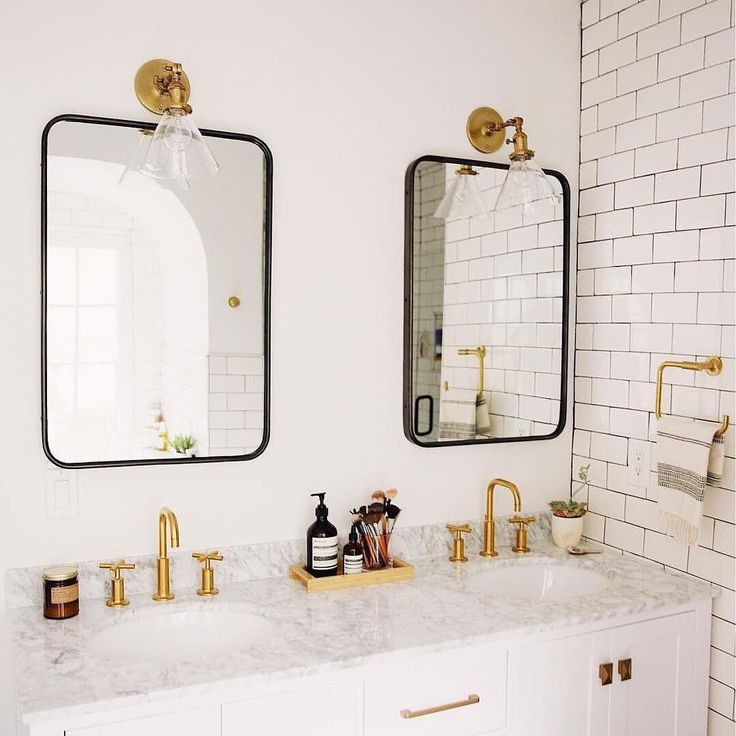 "Polubienia: 7,838, komentarze: 72 – Schoolhouse Electric (@schoolhouse) na Instagramie: ""Dreamy master bath #princetonmidsconce (via @newdarlings) / Shop our Princeton sconces - link in…"""