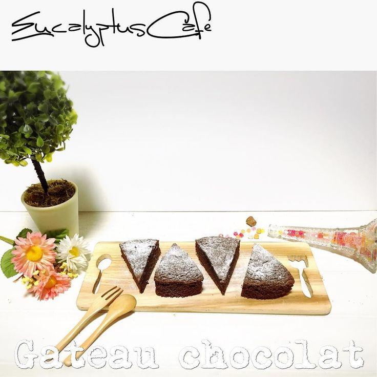 連続で失礼します バレンタインの試作品3号としてガトーショコラを作りました 濃厚で美味しい() でもいまいちガトーショコラとブラウニーの違いが分からない #EucalyptusCafe#ガトーショコラ#バレンタイン#バレンタインデー#チョコ#チョコレート#友チョコ#本命チョコ#義理チョコ#手作りお菓子#手作りおやつ#お菓子作り#手作り#スイーツ#カッティングボード#うちカフェ#chocolate#gateauchocolat#Valentine#Valentineday#Sweets by yuukarimaru