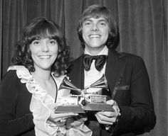 Surviving Carpenters member sues over digital royalties Grammy winner Richard Carpenter sued Universal Music Group on Wednesday for millions in royalties he contends are owed from licensing Carpenters songs for online services such as Apple's iTunes. Carpenter's ...