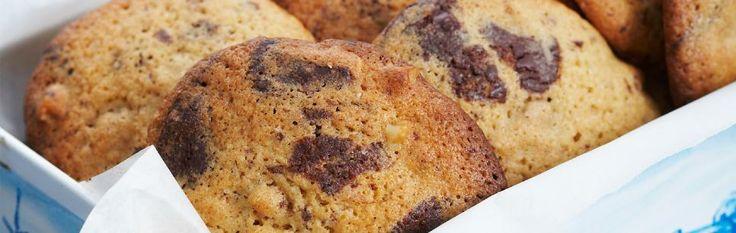 Oppskrift på nydelige adventskaker som minner om sjokolade cookies