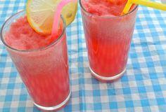Een lekker zomers drankje van watermeloen. Natuurlijk het lekkerst wanneer het ijskoud wordt geserveerd. Wanneer het weer wat warmer weer wordt, is dit zeker het proberen waard. En wat te doen met de rest van de watermeloen? Lekker in stukken snijden en op eten, lest ook lekker de dorst. Tijd: 10 min. Recept voor 2...Lees Meer »