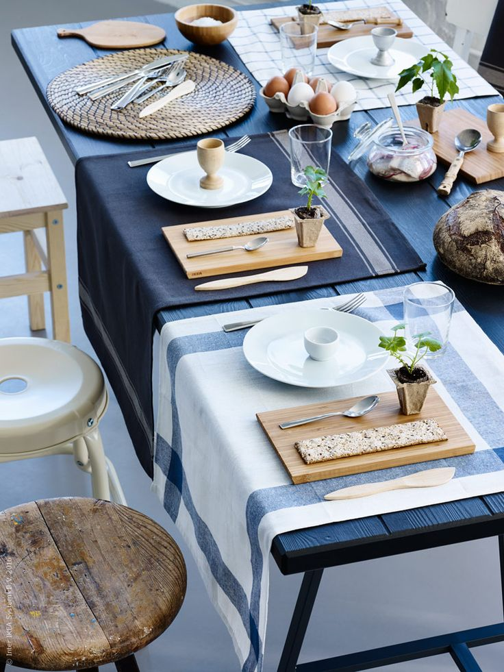Påskhelgen bjuder på härlig kvalitetstid att umgås med familj och vänner. Så vi dukar upp en klassisk sillunch och sitter kvar länge runt bordet. Smaklig måltid!