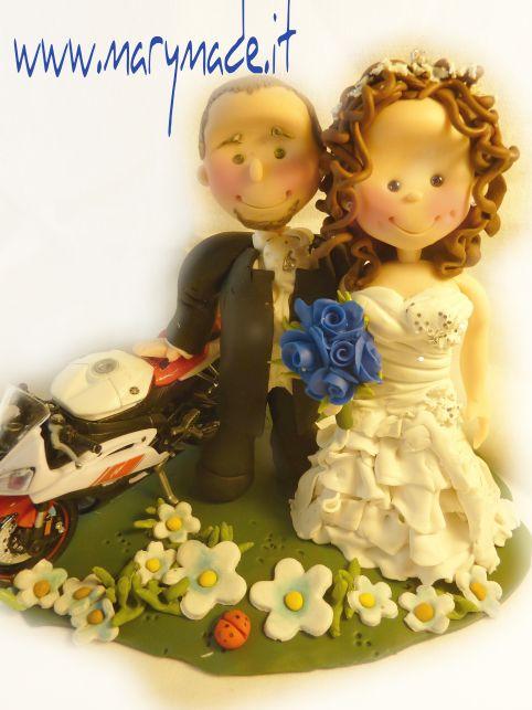 Una delle mie ultime creazioni un #caketopper con la #moto! :)  One of my latest #wedding #cake #toppers, a charming couple with their #motorbike