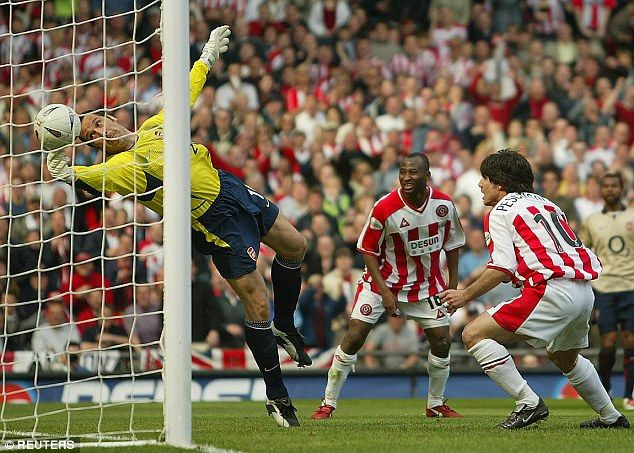 David Seaman makes THAT world class save against Sheffield United back in 2003