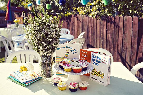 Books!: Baby Bookworm, Book Cupcakes, Bookworm Babyshower, Baby Shower Ideas, Shower Baby, Bookworm Shower I, Baby Shower Themes, Books Cupcakes, Library Books Baby