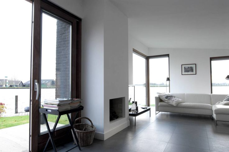 De woonkamer : Minimalistische woonkamers van Vos | Hoffer | vdHaar architecten